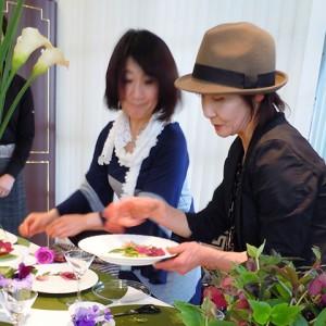 季節を彩るテーブルコーディネート教室 原のり子先生ご指導の様子1